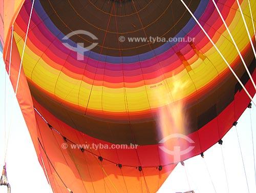 Assunto: Balão inflando com o ar quente do maçarico / Local: Cidade de Al Ain - Estado de Abu Dhabi - Emirados Árabes Unidos / Data: Janeiro 2009