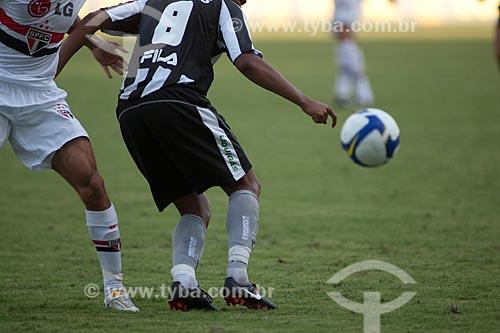 Assunto: Jogadores disputando bola durante o jogo Botafogo x São Paulo, Campeonato Brasileiro 2009 no Estádio Olímpico João Havelange - Engenhão / Local: Engenho de Dentro - Rio de Janeiro / Data: 22/11/2009