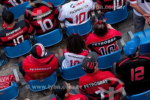 Assunto: Torcedores flamenguistas sentados nas cadeiras do Maracanã (Estádio Mário Filho) durante o jogo final do Campeonato Brasileiro de 2009 Grêmio x Flamengo / Local: Maracanã - Rio de Janeiro - RJ - Brasil / Data: 06/12/2009