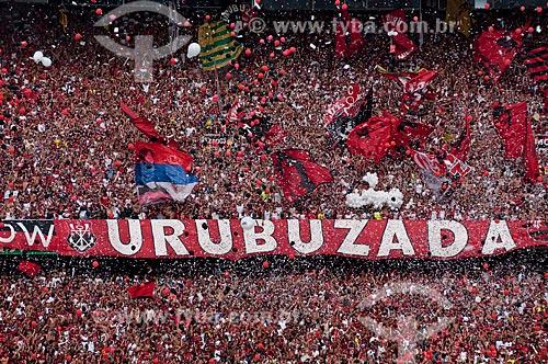 Assunto: Torcedores do Flamengo no Maracanã (Estádio Mário Filho) durante o Jogo final do Campeonato Brasileiro de 2009 Grêmio x Flamengo / Local: Maracanã - Rio de Janeiro - RJ - Brasil / Data: 06/12/2009