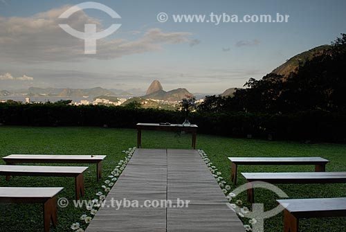 Assunto: Altar pronto para um casamento na Casa de Santa Tereza, com a vista para o Pão de Açúcar ao fundo / Local: Rio de Janeiro - RJ - Brasil  / Data: 04/2009