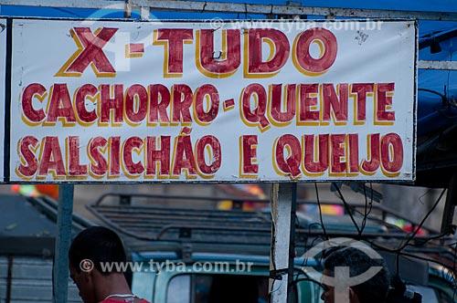 Assunto: Placas de venda de comida na Cinelândia durante o carnaval  / Local: Rio de Janeiro - RJ - Brasil  / Data: 09/04/2010
