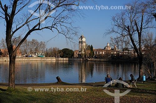 Assunto: Lago Tajamar, com o Relógio público de Alta Grácia ao fundo  / Local:  Alta Grácia - Província de Córdoba - Argentina  / Data: 08/2008