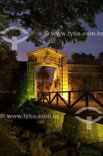 Portón de Campo (Portal da Cidade), a principal marca da cidade. Ele foi reconstruído entre 1968 e 1971 a partir das ruínas do velho muro e da ponte levadiça de madeira