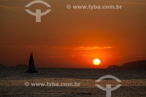 Assunto: Silhueta de veleiro durante pôr do sol na praia de Ipanema  / Local:  Rio de Janeiro - RJ - Brasil  / Data: 02/02/2010