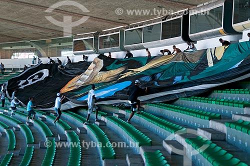 Assunto: Bandeirão da torcida organizada do Vasco durante partida contra o Flamengo na semi-final da Taça Rio no Maracanã (Estádio Mario Filho)  / Local:  Rio de Janeiro - RJ - Brasil  / Data: 11/04/2010