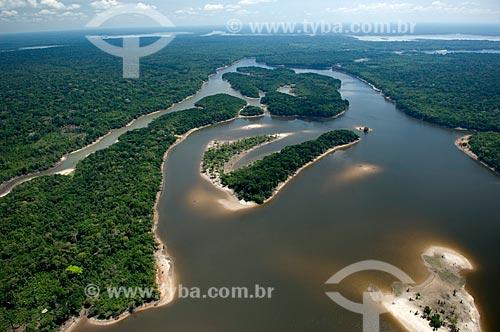 Assunto: Floresta amazônica às margens de lagos de água preta, ao sul de Nova Olinda do Norte  / Local:  Amazonas (AM) - Brasil  / Data: 11/2007