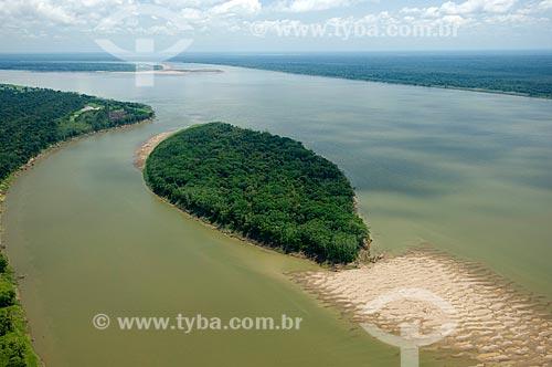 Assunto: Rio Madeira, a leste de Autazes  / Local:  Amazonas (AM) - Brasil  / Data: 11/2007