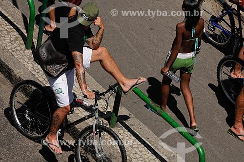 Assunto: Movimento de ciclistas e pedestres nas ruas da zona sul  / Local:  Rio de Janeiro - RJ - Brasil  / Data: 01/02/2009