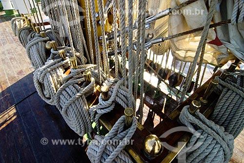 Assunto: Cordas amarradas em veleiro durante visitação de Grandes Veleiros, no Píer Mauá  / Local: Rio de Janeiro - RJ - Brasil  / Data: Fev. 2010