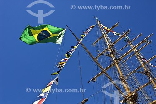 Assunto: Detalhe da mastreação da bandeira brasileira no veleiro Cisne Branco durante exposição de Grandes Veleiros de nações sulamericanas, no Píer Mauá  / Local:  Rio de Janeiro  / Data: Fev. 2010