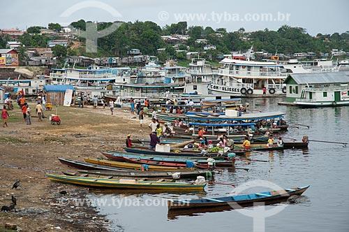 Assunto: Beira do lago Tefé, com canoas e barcos na margem  / Local: Tefé - Amazonas (AM) - Brasil  / Data: 13/03/2007