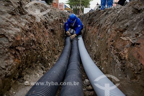 Construção de Conjunto Habitacional com cabos elétricos subterrâneos de fibra ótica como parte do Programa de Aceleração do Crescimento - PAC Manguinhos - na Avenida Leopoldo Bulhões 540   - Rio de Janeiro - Rio de Janeiro - Brasil