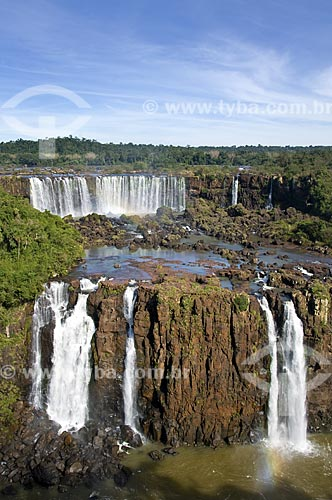 Assunto: Lado argentino das Cataratas do Iguaçu visto do Brasil no Parque Nacional do Iguaçu - o parque foi declarado Patrimônio Natural da Humanidade pela UNESCO  / Local: Foz do Iguaçu - PR - Brasil  / Data: 07/06/2009