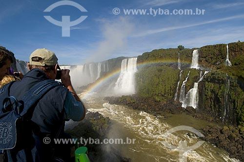 Assunto: Tusitas fotografando as Cataratas do Iguaçu no Parque Nacional do Iguaçu - o parque foi declarado Patrimônio Natural da Humanidade pela UNESCO  / Local: Foz do Iguaçu - PR - Brasil  / Data: 07/06/2009