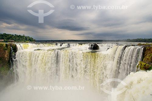 Assunto: Cataratas do Iguaçu visto da Argentina no Parque Nacional do Iguaçu - o parque foi declarado Patrimônio Natural da Humanidade pela UNESCO  / Local: Foz do Iguaçu - PR - Brasil  Paraná (PR) - Brasil  / Data: 09/06/2009