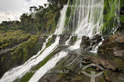 Assunto: Cachoeira no Parque Nacional do Iguaçu - o parque foi declarado Patrimônio Natural da Humanidade pela UNESCO  / Local: Argentina  / Data: 09/06/2009