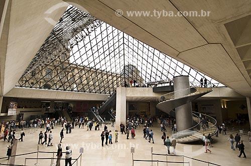 Assunto: Hall Napoleon dentro da Pirâmide no Museu do Louvre / Paris - França / Data: 14/09/2009