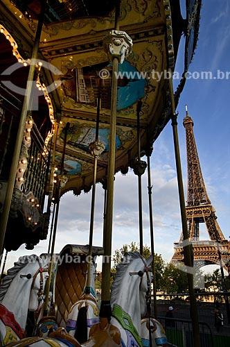 Assunto: Torre Eiffel e carrossel dos Jardins de Trocadero / Local: Paris - França / Data: 15/09/2009