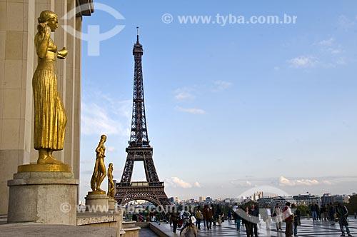 Assunto: Palácio de Chaillot em Trocadero com Torre Eiffel ao fundo / Local: Paris - França / Data: 15/09/2009
