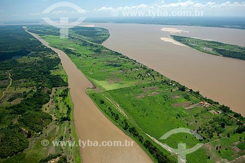 Assunto: Vista aérea da várzea do rio Solimões, mostrando comunidades e suas roças de agricultura de subsistência  / Local:  Amazonas (AM) - Brasil  / Data: 03/11/2007