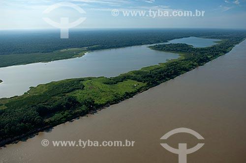 Assunto: Rio Madeira e sua várzea, com um lago  / Local:  Município de Borba - Amazonas (AM) - Brasil  / Data: 11/2007