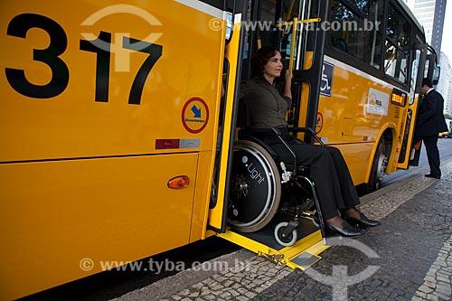 Assunto: Ônibus adaptado para portadores de necessidades especiais que utilizam cadeira de rodas  / Local:  Rio de Janeiro - RJ - Brasil  / Data: 04/06/2010