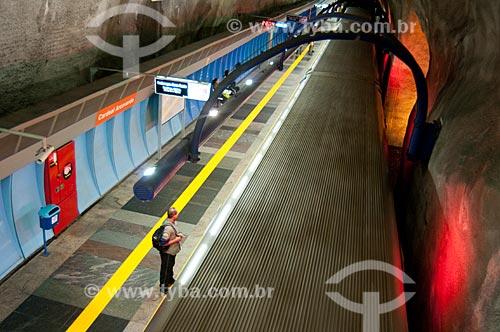 Assunto: Homem aguarda o trem na plataforma da Estação Arcoverde do metro  / Local:  Rio de Janeiro - RJ - Brasil  / Data: 08/06/2010