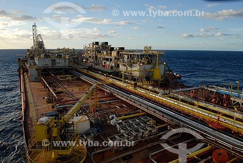 Assunto: Navio-Plataforma de petróleo FPSO Fluminense da Shell  / Local:  Bacia de Campos - RJ - Brasil  / Data: 06/2010