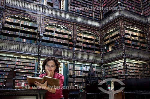 Assunto: Pesquisadora no interior do Real Gabinete Português de Leitura  / Local:  Rio de Janeiro - RJ - Brasil  / Data: 06/2010