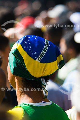 Assunto: Torcedor assiste a jogo do Brasil no Vale do Anhangabau durante a Copa do Mundo de 2010 / Local: Sao Paulo - SP  / Data: 07/2010