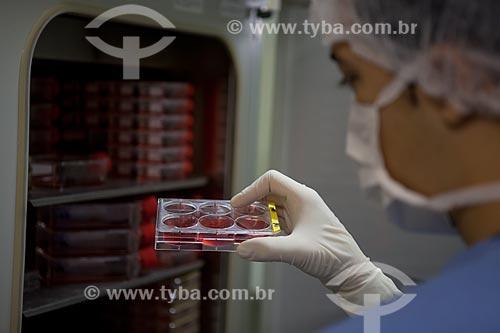 Assunto: Instituto Nacional de Traumatologia e Ortopedia (INTO) - Laboratório de Terapia Celular - Meio de cultura (Célula Tronco)  / Local:  R. Washington Luis 61 - Centro - Rio de Janeiro - RJ - Brasil  / Data: 23/08/2010