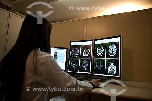 Assunto: PACS - Radiologia em ressonância magnética, sala de laudos do INCA - Instituto Nacional do Câncer  / Local:  Praça da Cruz Vermelha - Centro - Rio de Janeiro - RJ  / Data: 09/2010