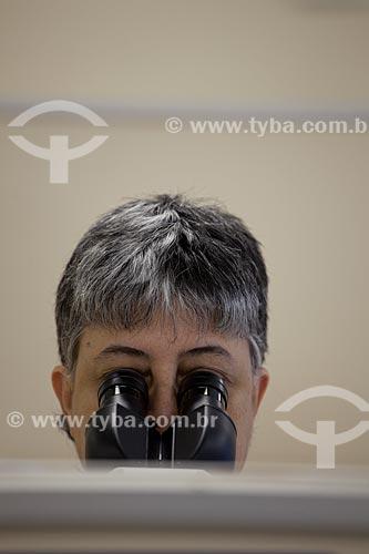 Assunto: Mulher no microscópio DIPAT no INCA - Instituto Nacional do Câncer   / Local:  São Cristóvão, RJ  / Data: 09-2010