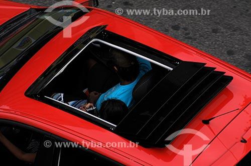 Assunto: Carro com teto-solar no verão carioca  / Local:  Copacabana - Rio de Janeiro - RJ - Brasil  / Data: 01-2009