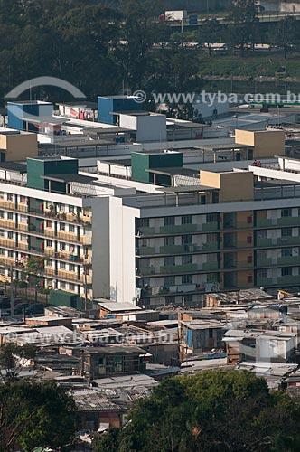 Assunto: Conjunto habitacional - Condominio Alexandre Mackenzie e parte da favela Nova Jaguaré à frente  / Local:  Bairro Jaguaré - São Paulo - SP  / Data: 06/10/2010
