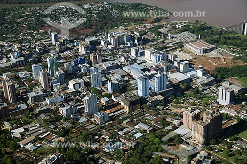 Assunto: Vista aérea da cidade de Ciudad del Este  / Local:  Ciudad del Este - Paraguai  / Data: 11/2009