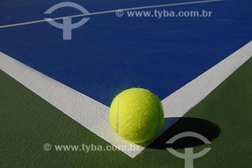 Assunto: Bola de tênis em quadra de tênis sintética  / Local:  Rio de Janeiro - RJ - Brasil  / Data: 02/2006