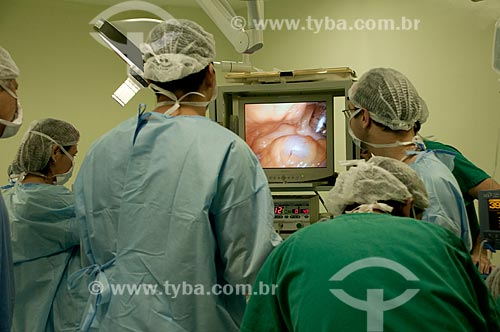 Assunto: Hospital Federal de Ipanema, centro cirurgico, cirurgia urologica, médicos em procedimento de prostatectomia  radical por video. / Local: Hospital Federal de Ipanema - Rio de Janeiro - RJ / Data: 10/2010