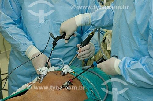Assunto: Hospital Federal de Ipanema, centro cirurgico, cirurgia urologica, médicos em procedimento de prostatectomia radical por video com o instrumental da cirurgia.   / Local:  Hospital Federal de Ipanema-Rio de Janeiro / Data: 10/2010