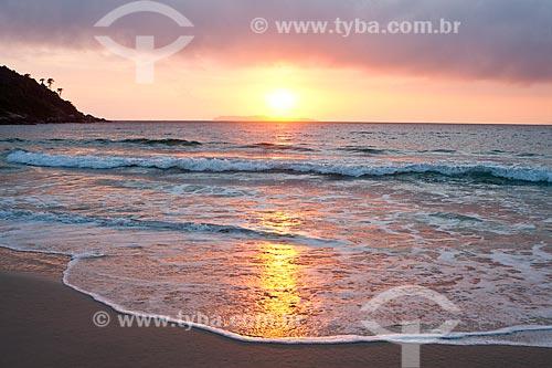 Assunto: Amanhecer na Praia de Quatro Ilhas / Local: Bombinhas - Santa Catarina (SC) - Brasil / Data: 10/01/2011