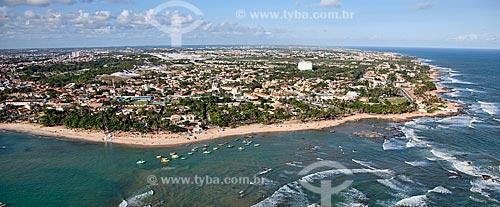 Assunto: Vista aérea da praia do farol, com os bairros de Piatã e Itapuã ao fundo  / Local:  Salvador - Bahia - BA  / Data: 01/2011