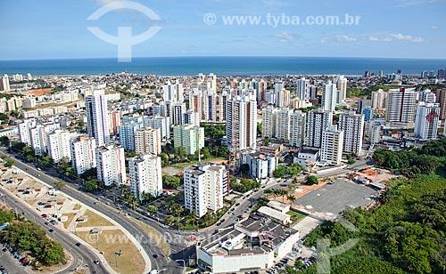 Assunto: Vista aérea do bairro de Imbuí, com a Avenida Jorge Amado em primeiro plano  / Local:  Salvador - Bahia - BA  / Data: 01/2011