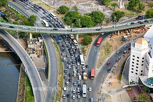 Assunto: Engarrafamento na Avenida Antônio Carlos Magalhães sob o Viaduto Raul Seixas  / Local:  Salvador - Bahia - BA  / Data: 01/2011