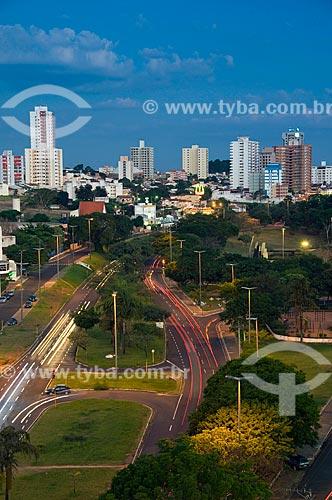 Assunto: Vista panorâmica da cidade de Bauru ao entardecer - Parque Vitória Régia  / Local:  Bauru - SP  / Data: 04/2010