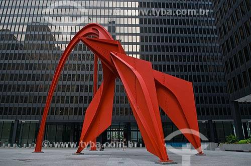 Assunto: Escultura Flamingo de Alexander Calder na Chicago`s Federal Plaza  / Local:  Chicago - Illinois - Estados Unidos da América - EUA  / Data: 09/2009