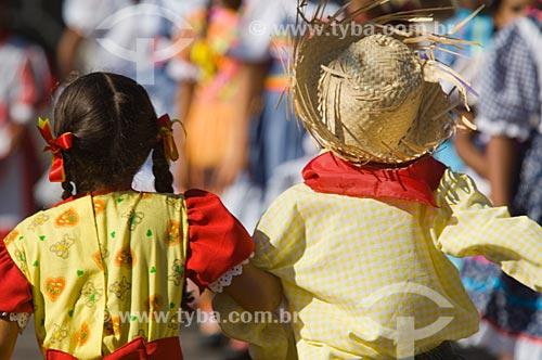 Assunto: Crianças dançando quadrilha / Local: Pirapora  -  Minas Gerais  -  MG  -  Brasil / Data: 05/2006