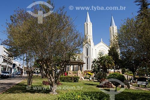 Assunto: Praça Barão do Rio Branco ao fundo Igreja Matriz  / Local: São José do Rio Pardo - São Paulo (SP) - Brasil  / Data: 08/2009