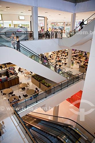 Assunto: Escadas rolantes do Raposo Shopping / Local: São Paulo (SP) - Brasil / Data: 03/2011