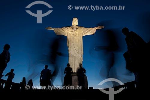Assunto:  Turistas visitando o Cristo Redentor ao entardecer / Local: Rio de Janeiro  -  Rio de Janeiro  -  Brasil / Data: Fevereiro de 2010